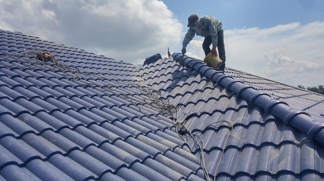 Thi công chống thấm mái nhà mùa mưa bão